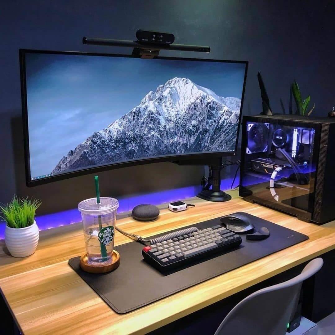 Chill & hustle minimalist setup