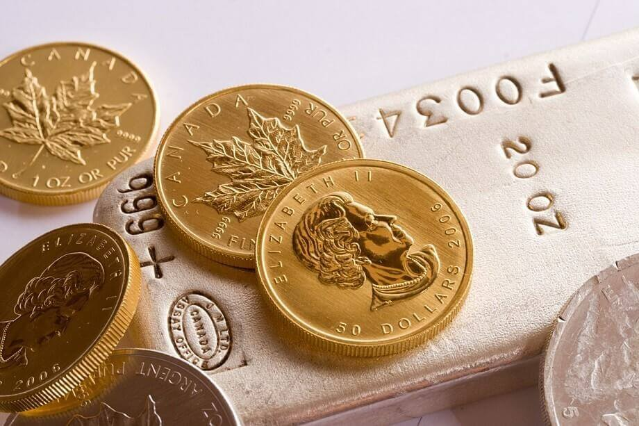 Gold maple leafs and silver coins bar - Photo adrianbartel_Flickr
